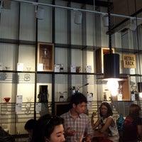 Das Foto wurde bei Chye Seng Huat Hardware Coffee Bar von Hana am 7/13/2013 aufgenommen