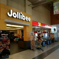 Photo taken at Jollibee by Gue on 11/18/2016