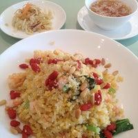 Photo taken at 赤坂 四川飯店 陳 CHEN'S DINING 北千住マルイ店 by Marinin on 10/19/2012