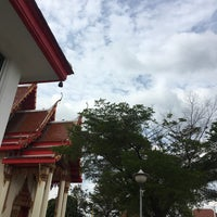 Photo taken at Wat Intharawat (Wat Pradu) by Minnt on 1/2/2017