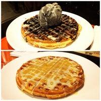 Photo taken at Monga Sweet Cafe 糖樓 by Daphne L. on 9/22/2012