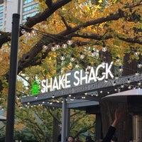 Photo taken at Shake Shack by 上総介 on 11/28/2015