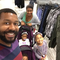 Photo taken at H&M by Dedrick W. on 11/23/2014