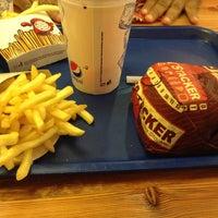 Снимок сделан в Burger King пользователем Zeke 7/23/2013