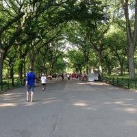 Foto scattata a Central Park Mall da Meredith S. il 5/27/2015