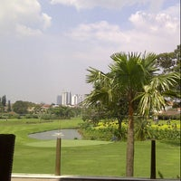 Foto tirada no(a) Pondok Indah Golf & Country Club por zacho .. em 3/7/2013