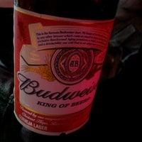 Foto tirada no(a) Buddies Burger & Beer por Vanessa B. em 1/20/2013