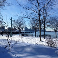 Foto tirada no(a) Hudson River Running Path por Sarah em 2/10/2013