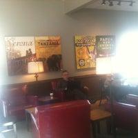 Foto tirada no(a) Starbucks por Benjamin C. em 1/26/2013