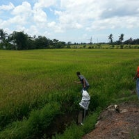 Photo taken at Blok E Sawah Sempadan by Aqmal Asyraf S. on 3/30/2015