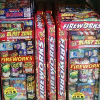 รูปภาพถ่ายที่ Walmart โดย Jeff T. เมื่อ 6/12/2013