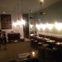 11/30/2012 tarihinde Tim J.ziyaretçi tarafından Croissanteria'de çekilen fotoğraf