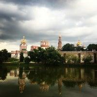 7/20/2013 tarihinde Юлия Ф.ziyaretçi tarafından Novodevichy Park'de çekilen fotoğraf