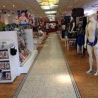 Das Foto wurde bei Brunos - Gay Shopping World von Mateusz am 1/21/2013 aufgenommen