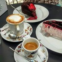 Foto tirada no(a) Baixa Caffé por Daniël v. em 5/22/2016
