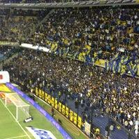 "Foto tirada no(a) Estadio Alberto J. Armando ""La Bombonera"" (Club Atlético Boca Juniors) por Juan Martin M. em 3/17/2013"