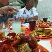 Photo taken at Seafood 212 Wiro Sableng by Pisas P. on 5/10/2017