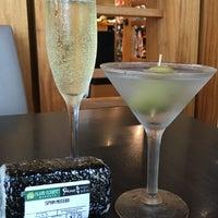 Photo taken at Aloha Wine Bar by Felicia W. on 11/17/2015