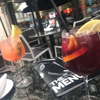 รูปภาพถ่ายที่ Bar Louie โดย Nusin เมื่อ 9/16/2017