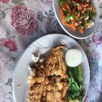 9/9/2018 tarihinde Burcu G.ziyaretçi tarafından Athena Balık Restaurant'de çekilen fotoğraf