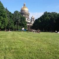 Снимок сделан в Александровский сад пользователем Anastasia E. 6/6/2013