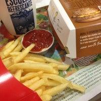 Foto tirada no(a) McDonald's por Naátina Hânia E. em 6/21/2013