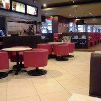 Photo taken at ZingDo & Breeks Cafe by Debrian Ruhut S. on 5/26/2013