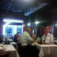 Foto scattata a Melo Restaurant da Carlos A. il 9/28/2012