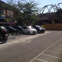 Photo taken at Dinas Pendapatan & Samsat Provinsi Bali by zhaki a. on 9/25/2014