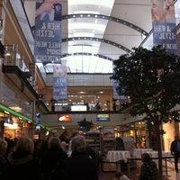 Das Foto wurde bei Isenburg-Zentrum von L3nD@ am 2/2/2013 aufgenommen