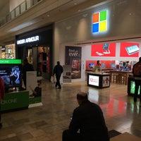 Foto tirada no(a) Microsoft Store por Oleg A. em 12/7/2016