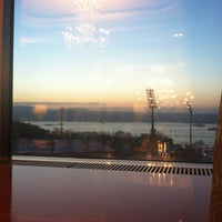 Photo taken at The Ritz-Carlton Bleu Lounge & Grill by Hüseyin on 2/1/2013