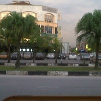Photo taken at Usj 1/1b by Arlyn A. on 10/15/2012