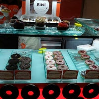 Photo taken at Mad Over Donuts by Prapti B. on 11/25/2012