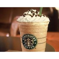 Foto tirada no(a) Starbucks por Luciana C. em 4/5/2013