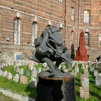 Снимок сделан в Университетский дворик пользователем Katerina G. 9/26/2012