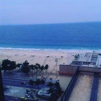 Foto tirada no(a) Oceano Copacabana Hotel por Danny R. em 9/26/2015