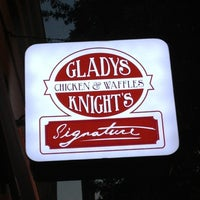 Foto scattata a Gladys Knight's Signature Chicken & Waffles da Shawn - Realtor - M. il 10/13/2012