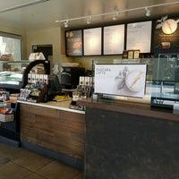Foto tomada en Starbucks por TANK el 2/16/2017