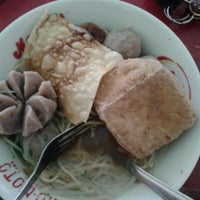 Photo taken at Mie Ayam Sabilal by Dita H. on 11/18/2013