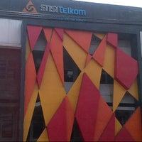 Photo taken at STISI Telkom Art & Design School by Nunu N. on 4/13/2013