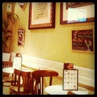 Foto tomada en Priorité Art Coffee Shop por Diego G. el 1/28/2013