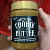 Снимок сделан в Trader Joe's пользователем Harold i K. 10/6/2012