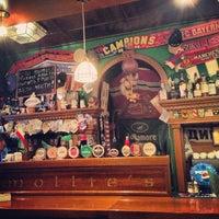 Снимок сделан в Mollie's Irish Pub пользователем Tati G. 2/10/2013