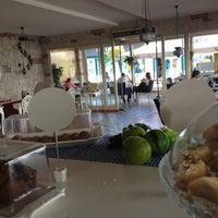 10/19/2012 tarihinde Halim E.ziyaretçi tarafından Cafe Time'de çekilen fotoğraf