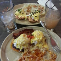 Photo taken at Snooze by Weslie F. on 1/17/2013
