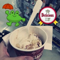 Photo taken at Cold Stone Creamery by Dreamer M. on 7/17/2013