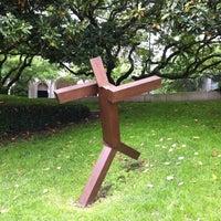 Foto scattata a Cullen Sculpture Garden da David W. il 4/14/2013