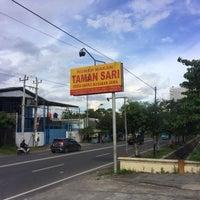 Photo taken at Rumah Makan Taman Sari by Arif N. on 3/28/2017