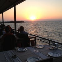 7/6/2013 tarihinde Bahattinziyaretçi tarafından Kamelya Restaurant'de çekilen fotoğraf